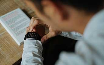 Personalizuoti rekalaminiai išmanieji laikrodžiai su logotipu